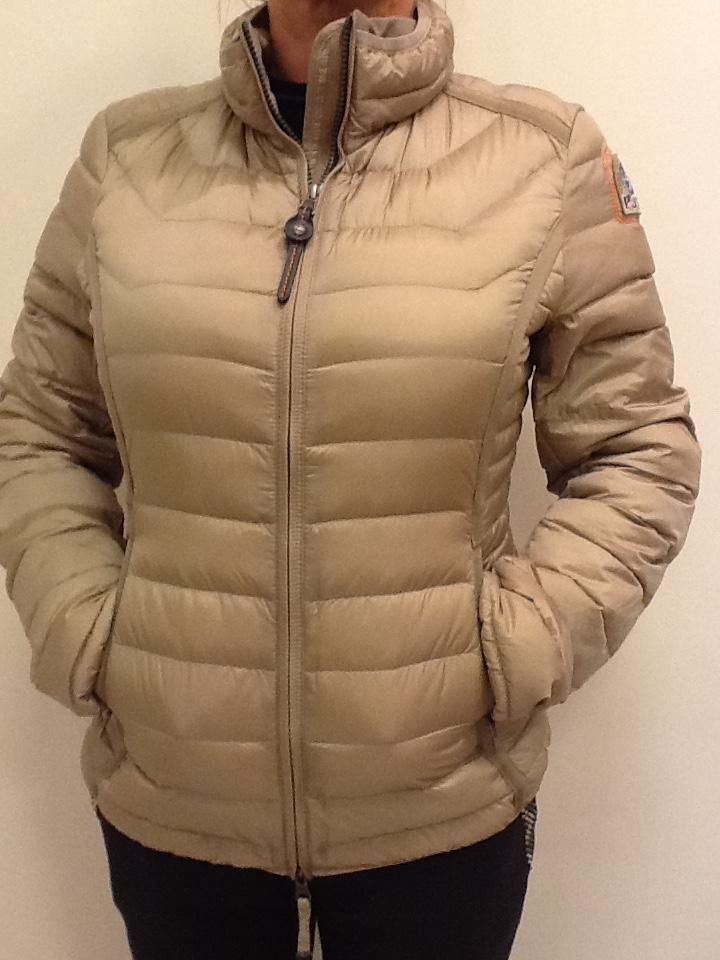 Куртка бежевая Parajumpers