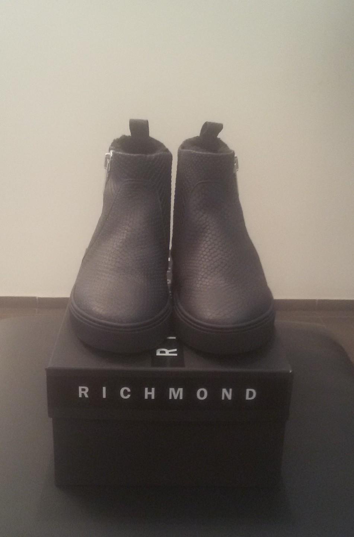 Ботинки черные на меху сбоку молния Richmond 6449