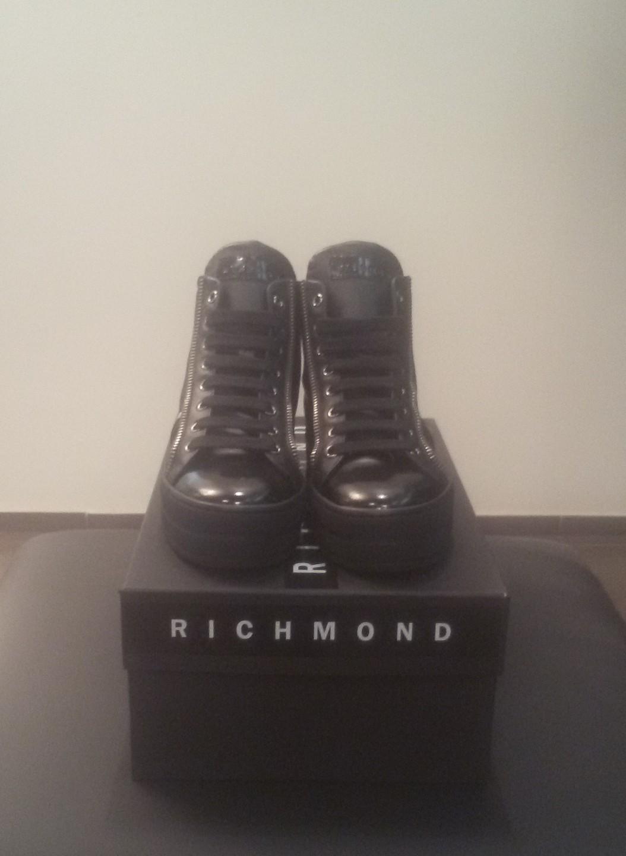 Кроссовки черные с молниями и черепом Richmond 6397