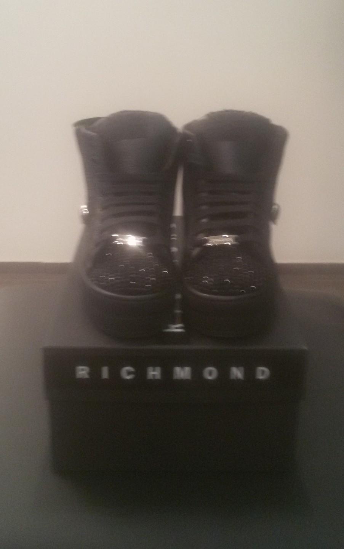 Кроссовки черные со стразами на меху Richmond 6395