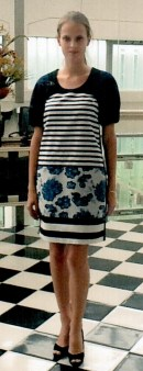 Платье сине-чёрно-белое I'M Isola Marras 321336. Image 0